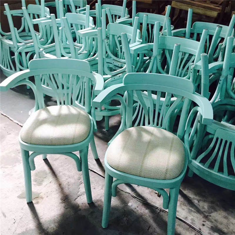 來圖來樣訂造,五顔六色的實木椅子,良久總能滿足你的要求!